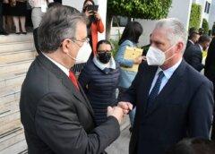 Ebrard recibe al presidente de Cuba, Miguel Díaz-Canel, en el AICM
